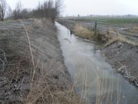 Wegbegleitender Graben am Teske-Deich nach den Arbeiten